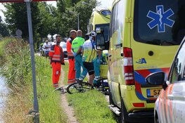 Wielrenner hard ten val in Amstelveen