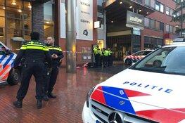 Man helpt bij aanhouding scooterdief, maar wordt aangereden door politieauto