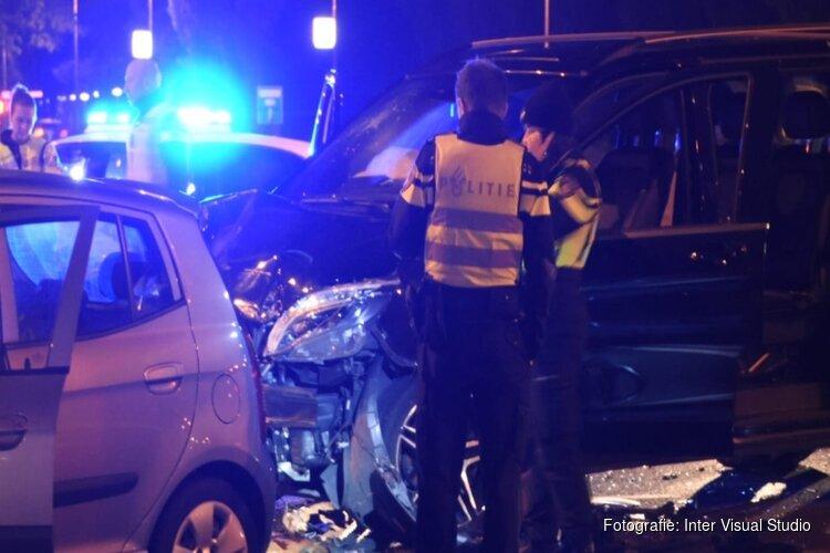 Een gewonde bij botsing tussen twee auto's op Oranjebaan in Amstelveen