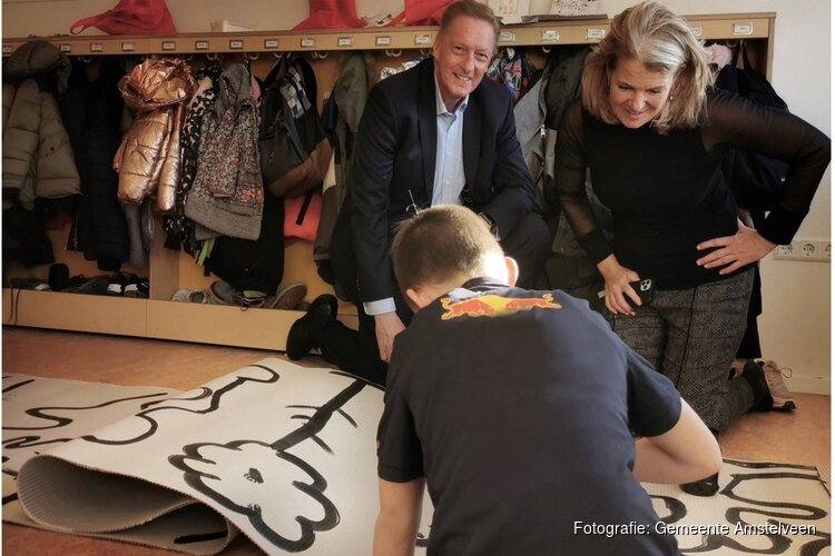 Scholieren leren over kunst in aanloop naar kunstwerk Keizer Karelplein