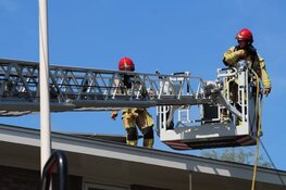 Dakbrand vermoedelijk door kortsluiting in zonnepanelen