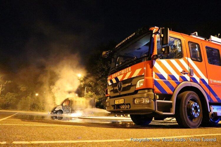 Explosie in Amstelveen: bestelbus in brand