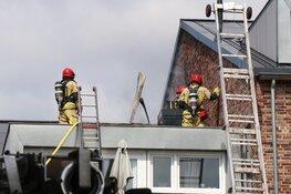 Brand op dak van appartementen in Ouderkerk aan de Amstel