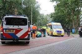 Fietsster botst op auto in Amstelveen, slachtoffer naar ziekenhuis