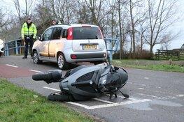 Motorrijder aangehouden na botsing met auto